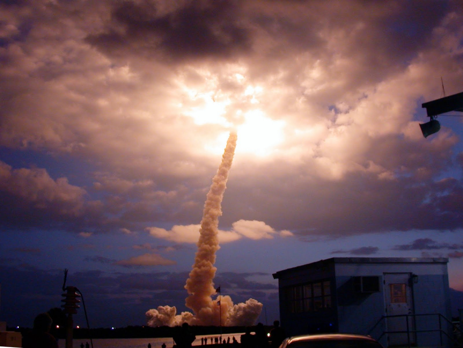 gpw-200702-76-NASA-STS109-S-020-pre-dawn-liftoff-Space-Shuttle ...